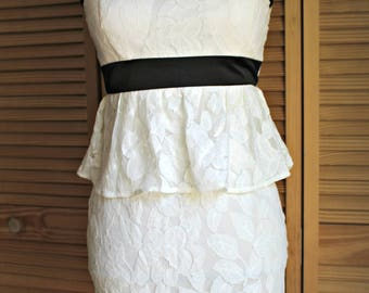 Vintage style. dress. White. lace. Ruffle. Wedding/special ocassion. Prefect for warm weather!