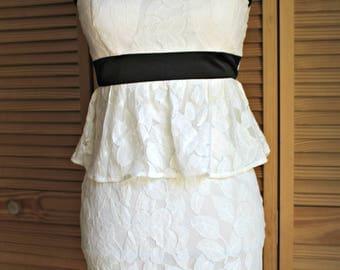 Vintage style dress. White lace.