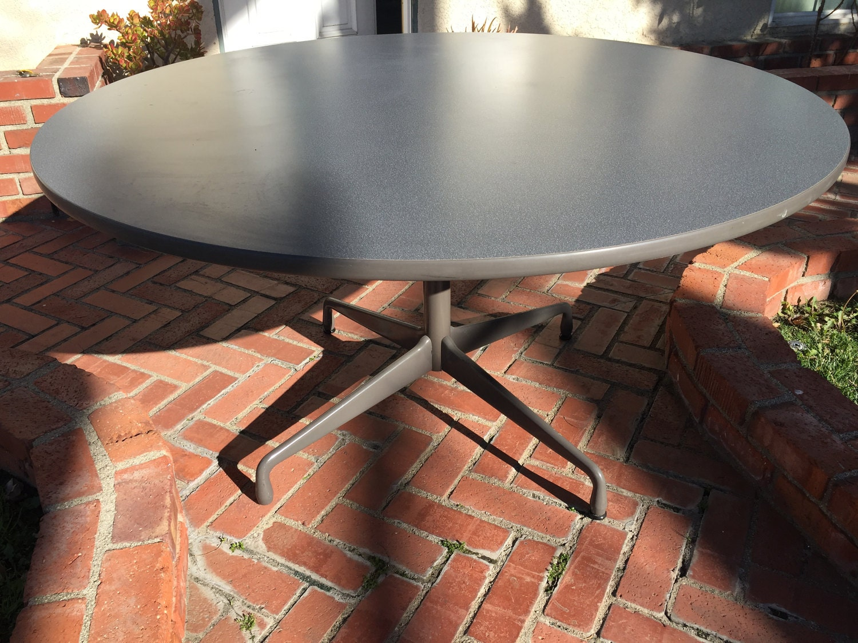Herman Miller Eames Round Pedestal Conference Table - Round pedestal conference table
