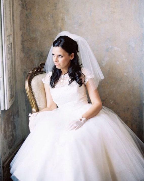 Short Veil,  Fly-Away Veil, Shoulder Veil, Vintage Veil, Rock and Roll Bride, Off-Beat Bride , Vintage Bride, Rockabilly Bride, Retro Bride