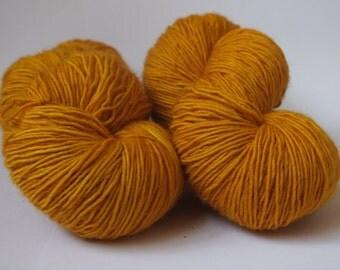 "Hand dyed yarn, natural dye, yellow, onion skin, ""Ohhnion"", merino single, sock weight"