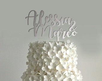 Custom weddind cake topper with names calligraphic style