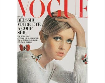 """50% Off Estate Sale Vintage French Vogue Cover Poster Print, Twiggy Matted to 11""""  x  14"""" Paris Vogue Picture Fashion Art, Item 844M"""