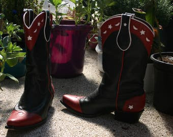 7M  two tones red & black boots with white moons and stars inlays