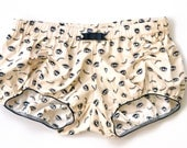 Pair of women bloomers, mid-low waist, beige, eyes and lashes pattern in black and gold, 100% cotton, made to order, women short pajamas