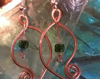 Copper Earrings - Green beads - Curvy Twirl w/dangle - shiny copper