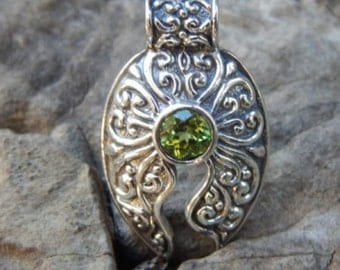 Silver pendant patra motif with peridot stone