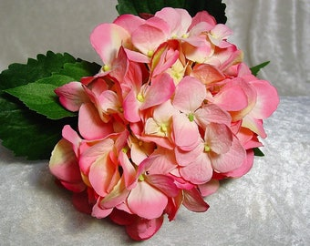 Real Look Silk Hydrangea on Stem in STRAWBERRY SUNDAE PINK~Gorgeous Top Quality Flower~Exquisite~Wedding~Display~New