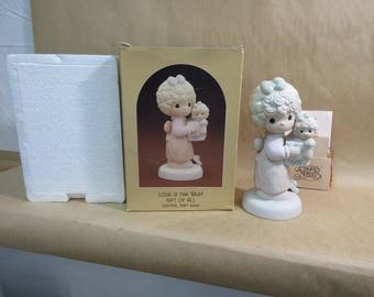 "Vintage Enesco Precious Moments Special 1987 Issue in Box ""Love is the Best Gift of All"""