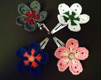 Two-tone flower snap clip