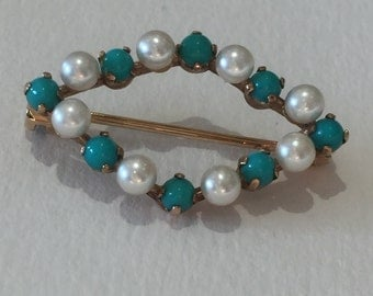 A Cultured Pearl And Turquoise Brooch