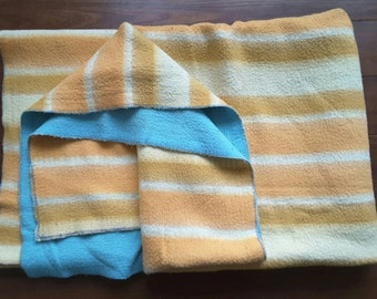 Sale of 25.00 for 19.45 Euro. Vintage wool blanket with fresh colors