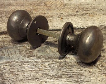Cottage Bun Cast Iron Door Knob Set