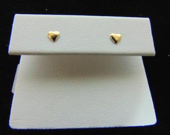 Pair of Vintage Estate 14K Yellow Gold Heart Childs Earrings, .2g E1054
