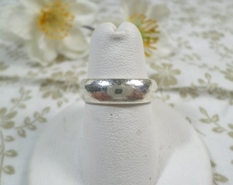 STERLING! Beautiful Vintage Sterling Silver Band Ring, Size 7, Stamped 925  DL#9431