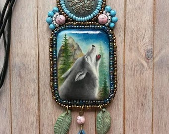 Hand painted wolf, Beaded necklace, Painted pendant, Wolf pendant, howling wolf