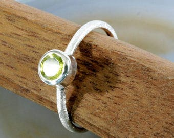 Peridot and 925 Sterling Silver Ring  --  6294
