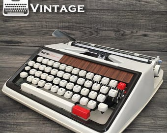 Excellent Brother deluxe 1350 Typewriter Working red black ribbon PICA