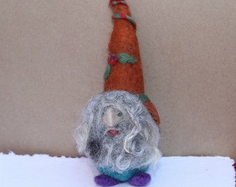 Gnome ornament | needle-felted Christmas gnome | wool gnome |