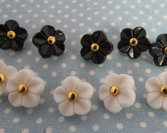 Black or White Kawaii Flower Buttons