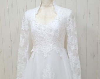 Vintage 70s white lace queen ann style wedding dress