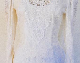 Vintage 1980s White / Ivory lace wedding dress. Long sleeved wedding dress.