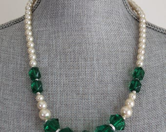 Green Bead and Faux Pearl Necklace 22 Inch Graduated