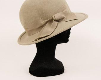 Vintage 1960s beige wool felted fedora hat