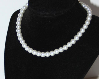 Vintage 1950s Style Faux White Pearl Necklace -Single Strand- Claire's