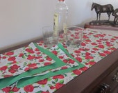 Kentucky Derby Table Runner & Napkin Set - Kentucky Centerpiece with four matching Napkins-  Kentucky Derby Party Linens - Derby Roses