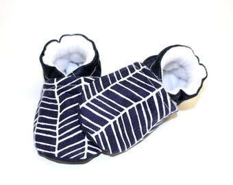 Baby girl shoes, navy baby shoes, crib shoes, baby booties, soft sole, baby moccs, kids shoes, girl shoes baby, slippers