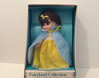 1983 Uneeda Fairyland Collection Snow White Doll In Box