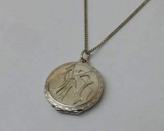 "Silver Medallion around initials ""KW o. WK"" SK689"