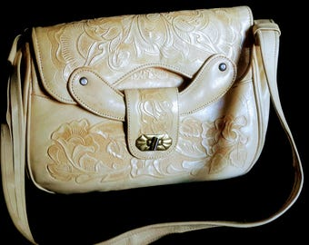 1960's beige Mexican hand tooled shoulder strap purse, good condition
