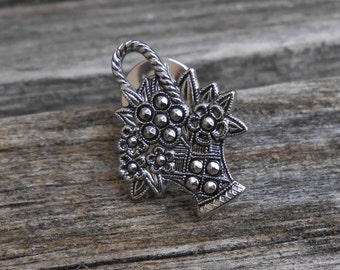Vintage Silver Flower Basket Pin. 1970's.
