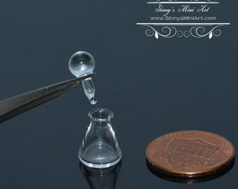 1:12 Dollhouse Miniature Glass Flask with Top/ Miniature Lab BD HB106