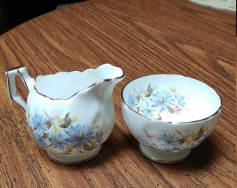 Vintage 1960s Aynsley Bone China Creamer and Sugar Bowl Set With A Blue Bachelor Button (Cornflower) Pattern And Gold Trim