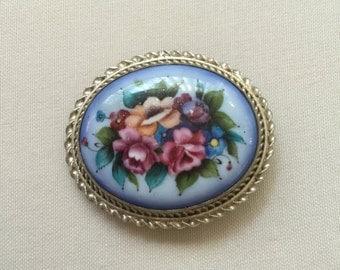 SALE Vintage cameo floral brooch/pendant