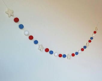 Pom Pom Patriotic Garland : Fourth of July Garland
