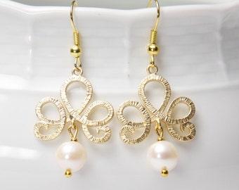 Pearl Earrings, Gold. Gold crown earrings. Swarovski Pearl earrings.