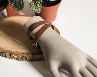 Simple leather men bracelet