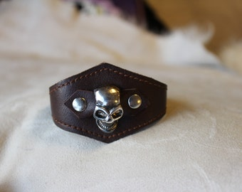 Brown leather wristband with skull