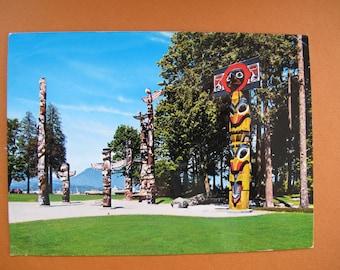 Totem Poles Stanley Park Postcard (unposted) / Totem poles photo post card