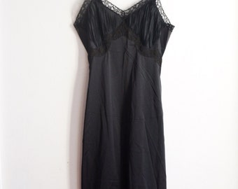 1960's Vintage Black Slip by Wonder Maid/Size 32