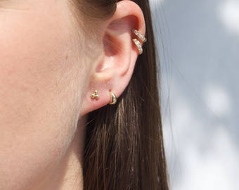 9ct Gold triple dot studs - gold earrings - tiny earrings - cluster earrings - tiny dot earrings - tiny gold studs - tiny earrings - I34869