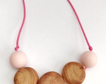 Nursing necklace/teething necklace: aromatic juniper discs (quartz pink)