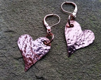 Hammered Copper Heart Dangle Earrings//Gifts for Her//Copper Heart Earrings//Copper Dangles//Earrings//Rustic Hearts//Hammered Copper Drops
