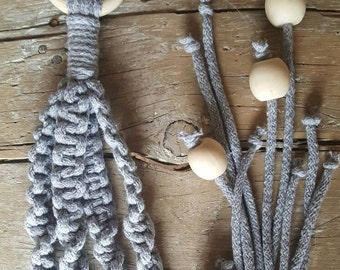 Gardener in pale gray macrame, Macrame, Les Loleries, handmade, Support to plants, Suspension, home Deco