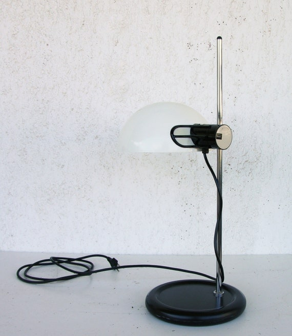 table lamp black and white lamp guzzini desk lamp vintage table. Black Bedroom Furniture Sets. Home Design Ideas