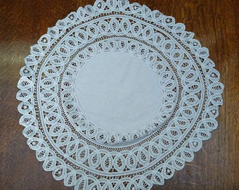 Small Antique Victorian Circular White Lace Tablecloth Interior Design  BoutiqueByDanielle